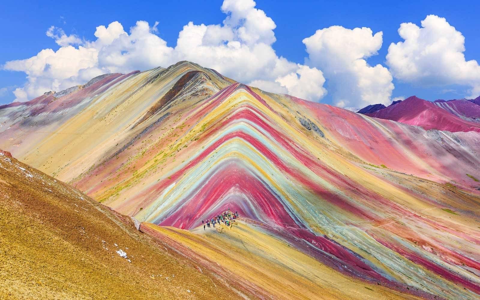 Peru'daki Gökkuşağı Dağının Renklerinin Sırrı